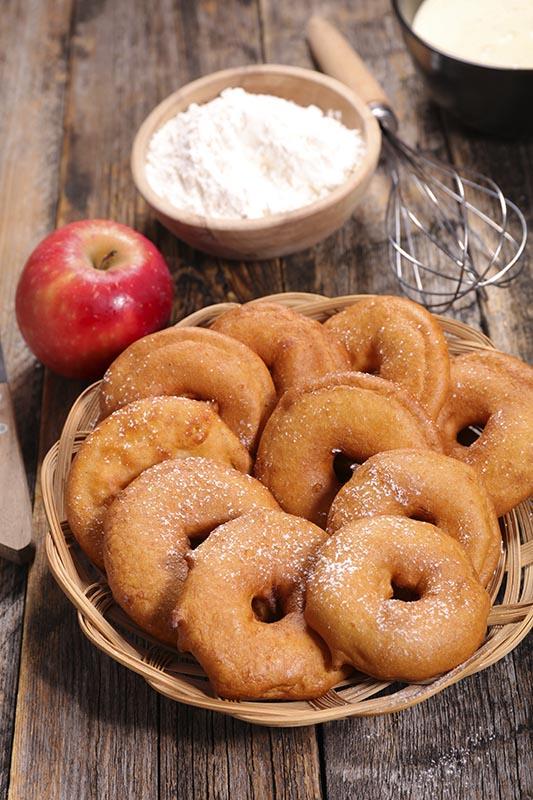 Apfel-Kiachl'n mit Preiselbeer Sorbet